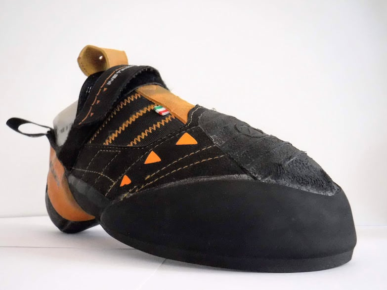 """ressemelage des chaussons d'escalade sur Marseille, l'atelier possède le label de """"ressemeleur officiel La Sportiva"""""""